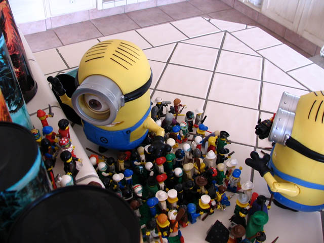 facebook_minions_behind-the-scenes-3-knockedover-again